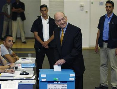 Israel's Prime Minister Ehud Olmert (2nd R) casts his ballot at a polling station in Jerusalem September 17, 2008. REUTERS/Baz Ratner