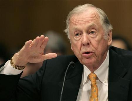 T. Boone Pickens, founder and CEO of BP Capital Management, testifies before the Senate Homeland Security and Governmental Affairs Committee about alternative energy plans at the Dirksen Senate Office Building on Capitol Hill in Washington July 22, 2008. REUTERS/Yuri Gripas