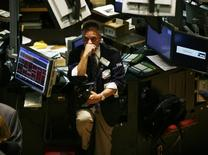 <p>A trader works on the floor of the New York Stock Exchange, September 17, 2008. REUTERS/Shannon Stapleton (UNITED STATES)</p>
