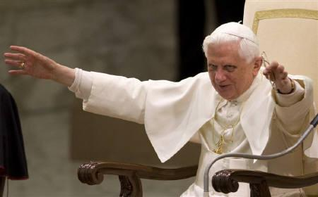 Pope Benedict XVI waves as he leads his general audience in Paul VI Hall at the Vatican September 17, 2008. Pope Benedict on Thursday forcefully defended his wartime predecessor Pius XII against accusations he did not do enough to help the Jews, saying Pius ''spared no effort'' on their behalf during World War II. REUTERS/Max Rossi