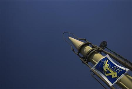Logo of the Iran's Revolutionary guard is seen on the Iranian Shahab 2 missile during a war exhibition to commemorate the anniversary of Iran-Iraq war (1980-88), in Baharestan square near the Parliament building in southern Tehran September 26, 2007. REUTERS/Morteza Nikoubazl
