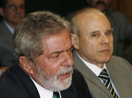 Brazil's President Luiz Inacio Lula da Silva (L) and Finance Minister Guido Mantega attend a meeting with Paraguay's President Fernando Lugo (unsen) in Brasilia September 17, 2008. REUTERS/Jamil Bittar