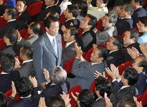 <p>Former foreign minister Taro Aso bows to parliamentarians of the ruling Liberal Democratic Party (LDP) after he was chosen as the party president during the LDP parliamentarian meeting at the party headquarters in Tokyo September 22, 2008. REUTERS/Issei Kato</p>
