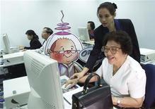 <p>Immagine d'archivio di corsi di Internet per anziani in Thailandia JIR/HL</p>