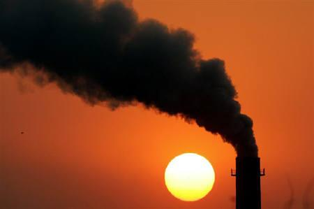 Smoke billows from a power station during sunset in New Delhi in this February 16, 2005 file photo. REUTERS/Kamal Kishore