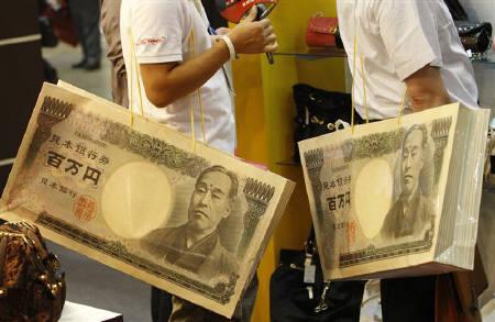 9月25日、シュタインブリュック独財務相は、ドルに加え円、ユーロ、人民元が将来的に主要通貨になると予想。昨年9月都内で撮影(2008年 ロイター/Kim Kyung-Hoon)
