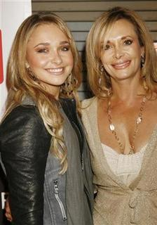 Cast member Hayden Panettiere (L) poses with her mother Lesley Panettiere at the wrap party for season one of her NBC television series ''Heroes'' in Hollywood, April 17, 2007. REUTERS/Fred Prouser