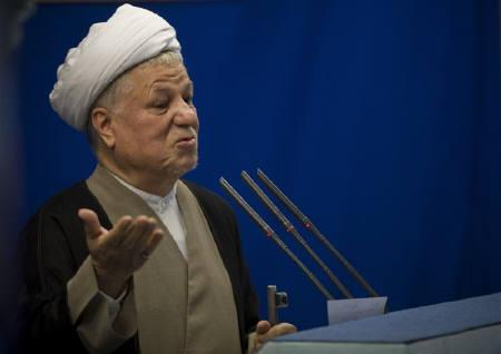 Iran's former president Akbar Hashemi Rafsanjani speaks during Friday prayers in Tehran in this August 22, 2008 file photo. REUTERS/Morteza Nikoubazl