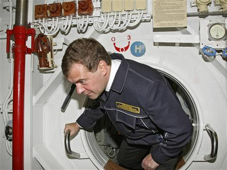 Russia's President Dmitry Medvedev visits nuclear submarine St. George the Victor at a military base in Krasheninnikov Bay in the Kamchatka Peninsula, September 25, 2008. REUTERS/RIA Novosti/Kremlin/Dmitry Astakhov