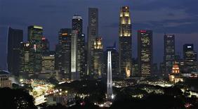 <p>Vista dos arranha-céus de Cingapura que fazem parte do cenário por onde passa o circuito de rua que receberá a Fórmula 1 no fim de semana, à noite. REUTERS/TZ Wong</p>