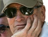 <p>Paul Newman a una gara automobilistica nel 2005. REUTERS/Christinne Muschi</p>