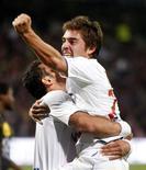<p>Jogadores do Olympique Lyon Mounier e Fred comemoram gol do brasileiro na vitória da equipe sobre Nancy, pelo Campeonato Francês, neste sábadoREUTERS/Robert Pratta</p>