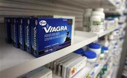 <p>A box of Viagra, typically used to treat erectile dysfunction, is seen in a pharmacy in Toronto January 31, 2008. REUTERS/Mark Blinch</p>