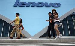 <p>Le chinois Lenovo Group, le quatrième fabricant mondial de micro-ordinateurs, est prêt à faire une nouvelle acquisition d'envergure, malgré le ralentissement de l'économie mondiale, rapporte le South China Morning Post. ce jour, il s'agit là du signal le plus clair que Lenovo, qui avait racheté l'activité fabrication de micro-ordinateurs d'IBM pour 1,25 milliard de dollars en 2005, est prêt à aller encore plus loin dans la concentration du secteur. /Photo d'archives//REUTERS/Gil Cohen Magen</p>