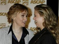<p>Singer Melissa Etheridge (L) and partner actress Tammy Lynn Michaels share a moment together as they arrive at the American Society of Composers, Authors and Publishers (ASCAP) Pop Music Awards in Hollywood California April 18, 2007. REUTERS/Fred Prouser</p>