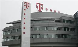 <p>La Commission européenne a autorisé le rachat du groupe grec de télécommunications OTE par l'allemand Deutsche Telekom. /Photo prise le 30 mai 2008/REUTERS/Ina Fassbender</p>