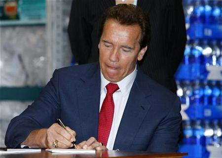 California Gov. Arnold Schwarzenegger signs memorandums of understanding with private businesses that officially make them key partners in the state's disaster response system in San Diego October 3, 2008. REUTERS/ Mike Blake