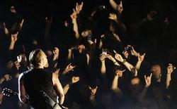 """<p>Foto de archivo del vocalista de Metallica, James Hetfield , durante la fiesta de lanzamiento de su disco """"Death Magnetic"""" en Berlín, 12 sep 2008. El baterista de Metallica, Lars Ulrich, prometió a sus admiradores que van a escuchar """"muchas canciones nuevas"""" durante la próxima gira del grupo, que comienza el 21 de octubre en Phoenix. REUTERS/Hannibal Hanschke</p>"""