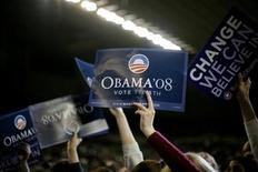 <p>Supporters of Democratic presidential candidate Barack Obama hold up signs during a rally in Phoenix, Arizona, January 30, 2008. REUTERS/Jason Reed</p>
