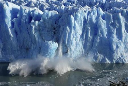Splinters of ice peel off from the Perito Moreno glacier, near the city of El Calafate in the Patagonian province of Santa Cruz, southern Argentina, July 7, 2008. REUTERS/Andres Forza
