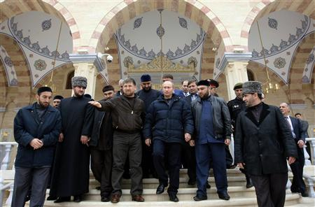 Chechen President Ramzan Kadyrov (4th L) gestures as he talks with Russia's Prime Minister Vladimir Putin (C) after visiting a mosque named after Kadyrov's father Akhmat in Grozny, October 16, 2008. REUTERS/Alexei Nikolsky/RIA Novosti/Pool