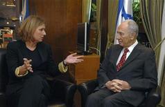 <p>Министр иностранных дел Израиля Ципи Ливни (слева) встречается с президентом Шимоном Пересом в его резиденции в Иерусалиме 20 октября 2008 года. Ципи Ливни, назначенная премьер- министром Израиля после отставки Эхуда Ольмерта месяц назад, в понедельник получила еще две недели для формирования коалиции, не уложившись в 28-дневный срок, определенный президентом. REUTERS/Moshe Milner/GPO/Handout (JERUSALEM).</p>