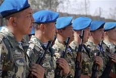 """<p>Казахстанские солдаты в день отбытия из лагеря """"Дельта"""" в Куте 20 октября 2008 года. Казахстан вывел во вторник из Ирака свой инженерно-саперный отряд из 29 военнослужащих, сообщило министерство обороны. REUTERS/Jaafer Abed</p>"""