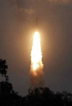 India's Polar Satellite Launch Vehicle (PSLV) C-11 takes off carrying India's first unmanned moon mission Chandrayaan-1 from the Satish Dhawan space centre at Sriharikota, about 100 km north of Chennai, October 22, 2008. REUTERS/Stringer
