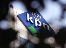 <p>L'opérateur télécoms néerlandais KPN fait état d'un excédent brut d'exploitation (EBE) de 1,279 milliard d'euros au titre du troisième trimestre, légèrement supérieur aux attentes. Le marché attendait 1,258 milliard. /Photo d'archives/REUTERS/Vincent Boon</p>