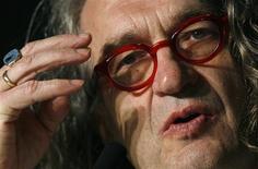 <p>Cineastas apresentam curtas sobre luta da ONU contra pobreza. Wim Wenders é um dos dois diretores aclamados responsáveis por uma coletânea de curtas-metragens sobre a luta das Nações Unidas contra a pobreza. REUTERS/Christian Hartmann</p>