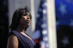 <p>La cantante e attrice Jennifer Hudson canta l'inno nazionale alla giornata di chiusura della Convention democratica Usa a Denver, il 28 agosto scorso. REUTERS/Eric Thayer</p>