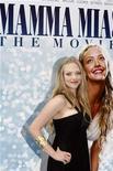 """<p>La actriz Amanda Seyfried en el estreno de """"Mamma Mia!"""" en Nueva York 16 jul 2008. """"Mamma Mia!"""" se ha convertido en la película británica de mayor éxito de todos los tiempos en las boleterías de Gran Bretaña, y expertos estiman que es sólo cuestión de tiempo para que el musical con temas de la banda ABBA destrone al actual campeón, """"Titanic"""". La producción de Universal Pictures, que califica como británica a través de las rigurosas reglas del Consejo Cinematográfico de Gran Bretaña, ha vendido un poco menos de 67 millones de libras esterlinas (109,9 millones de dólares) en boletos. REUTERS/Keith Bedford (EEUU)</p>"""