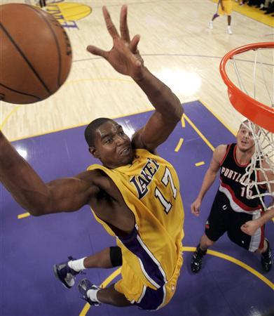 Los Angeles Lakers Andrew Bynum (L) goes up to shoot past Portland Trail Blazers Joel Przybilla during the first half of their NBA game in Los Angeles, October 28, 2008. REUTERS/Lucy Nicholson