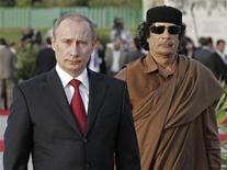 """<p>Бывший президент РФ Владимир Путин (справа) во время встречи с ливийским лидером Муамаром Каддафи в Триполи 16 апреля 2008 года. Ливийский лидер Муамар Каддафи, прибывающий в пятницу в Москву, обсудит возможность открытия в его стране базы российского ВМФ, чтобы сообща противостоять американскому влиянию в регионе, сообщила газета """"Коммерсантъ"""". REUTERS/RIA Novosti/KREMLIN/Pool/Mikhail Klimentyev</p>"""