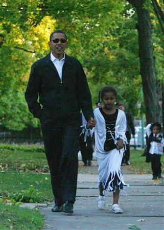 Democratic presidential nominee Senator Barack Obama (D-IL) goes trick-or-treating with his 7-year-old daughter Sasha in his Chicago neighbourhood on Halloween, October 31, 2008. REUTERS/Jason Reed