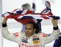 <p>Piloto da McLaren Lewis Hamilton comemorando título de campeão mundial de Fórmula 1. REUTERS/Bruno Domingos</p>