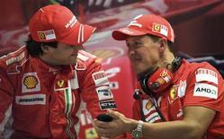 <p>O piloto da Ferrari Felipe Massa (esq) conversa com Michael Schumacher durante sessão de treinos para o Grande Prêmio da Itália, no dia 13 de setembro. Massa pode superar a decepção de ter pedido o título mundial para Lewis Hamilton e disputar a taça novamente no próximo ano, disse o heptacampeão de Fórmula 1 Michael Schumacher. REUTERS/Max Rossi (ITALY) (Newscom TagID: rtrphotosthree704559) [Photo via Newscom]</p>