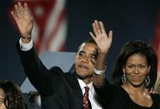 <p>Il neo-eletto presidente degli Stati Uniti Barack Obama con la moglie Michelle. REUTERS/Jim Bourg</p>