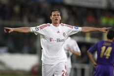 <p>O jogador Tim Borowski, do Bayern de Munique, comemora gol marcado contra a Fiorentina pela Liga dos Campeões.REUTERS/Tony Gentile (ITALY)</p>