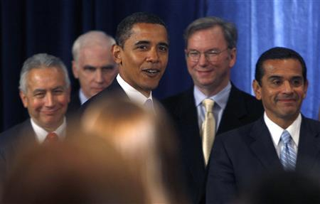 President-elect Barack Obama (C) walks past economic advisors Roel Campos (L), former Commissioner of the S.E.C., Eric Schmidt (2nd R), Chairman and CEO of Google and Antonio Villaraigosa (R), Mayor of Los Angeles during a press conference in Chicago, November 7, 2008. REUTERS/Carlos Barria
