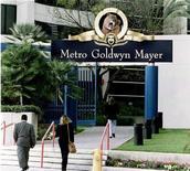 <p>Штаб-квартира киностудии Metro-Goldwyn-Mayer в Санта-Монике, Калифорния, США. YouTube, крупнейший мировой хостинг видеоматериалов, разместит на сайте полные версии телешоу и кинофильмов из архивов студии Metro-Goldwyn-Mayer в рамках стратегии по увеличению выручки от рекламы, сообщила компания в воскресенье. REUTERS/Fred Prouser-Files HB/</p>