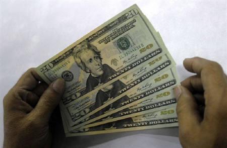 11月12日、NY外為市場で円急伸。米財務長官発言が不安あおる。写真は20米ドル紙幣。11日、インドで撮影(2008年 ロイター/Krishnendu Halder)
