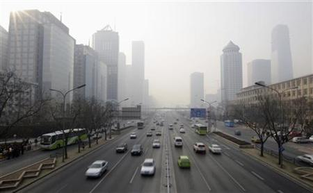 Buildings are covered in smog along the Janguo Road in Beijing February 21, 2008. REUTERS/Jason Lee