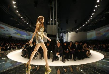 A model wearing a creation by Versace walks down the catwalk during a fashion show in Beijing November 13, 2008. The show was the first by the fashion label in China. REUTERS/David Gray/Files