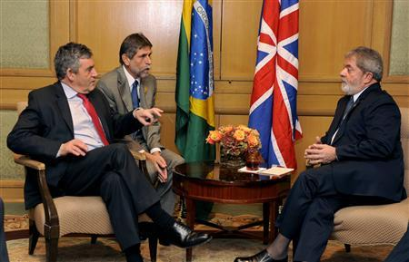 Brazil's President Luiz Inacio Lula da Silva (R) and Britain's Prime Minister Gordon Brown begin a bilateral meeting, in advance of the Summit on Financial Markets and the World Economy, in Washington, November 14, 2008. REUTERS/Mike Theiler