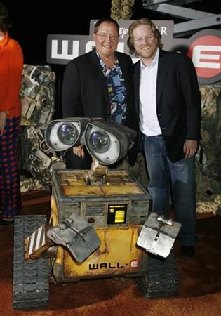 Chief Creative Officer of Disney and Pixar Animation Studios John Lasseter (L) and Andrew Stanton, director of Disney-Pixar's film ''Wall-E'' pose with an animatronic robot of character Wall-E at the film's world premiere in Los Angeles, California June 21, 2008. REUTERS/Fred Prouser