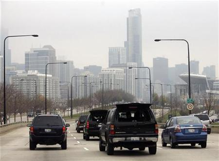 President-elect Barack Obama travels in his motorcade toward his transition office in downtown Chicago, November 12, 2008. REUTERS/Kevin Lamarque