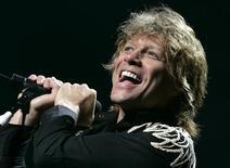 """<p>Agora que o Bon Jovi terminou sua mais recente turnê internacional, o guitarrista Richie Sambora diz que a banda tem vários outros projetos pela frente. """"Estamos filmando um documentário e estamos no processo de mixagem de um DVD ao vivo, feito na turnê 'Lost Highway' do ano passado"""", disse Sambora ao site da Billboard. REUTERS/Toru Hanai</p>"""
