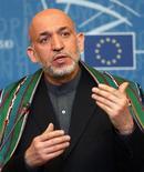 <p>Президент Афганистана Карзай обращается к членам Европарламента в Страсбурге, 10 мая 2005 года Россия разрешила Германии переброску по железной дороге через свою территорию военных грузов для международного контингента в составе сил НАТО в Афганистане, сообщил в четверг МИД РФ. REUTERS/Jean-Marc Loos JML/VP</p>
