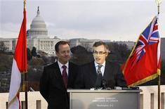 <p>Canada's Industry Minister Tony Clement speaks to the media about the auto industry with Ontario Economic Development Minister Michael Bryant (L) at his side, at a news conference on rooftop terrace of the Canadian embassy in front of the U.S. Capitol in Washington, November 20, 2008. Clement spent the day meeting with officials in Washington about the future of the auto industry and possible government bailouts for auto makers. REUTERS/Jim Bourg</p>